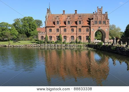 Egeskov castle and lake