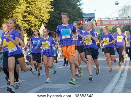 Group Of Running Girls And Boys In A Curve