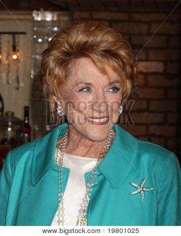 LOS ANGELES - 24 de março: Jeanne Cooper no jovem & inquieto 38º aniversário na imprensa conjunto festa na