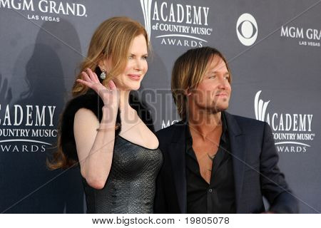 LAS VEGAS - APR 3:  Nicole Kidman, Keith Urban arriving at the Academy of Country Music Awards 2011 at MGM Grand Garden Arena on April 3, 2011 in Las Vegas, NV.