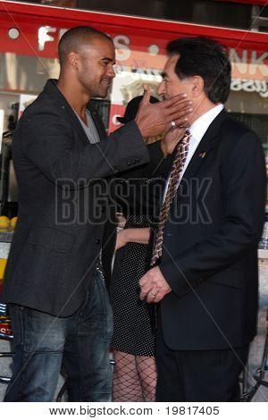 LOS ANGELES - 29 de abril: Shemar Moore, Joe Mantegna freqüentando a Hollywood Walk de fama Star cerimônia