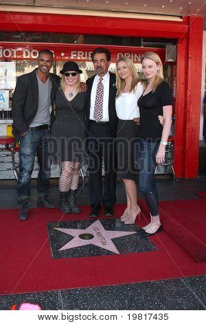 LOS ANGELES - 29 de abril: Shemar Moore, Kirsten Vangsness, Joe Mantegna, AJ Cook e Rachel Nichols em