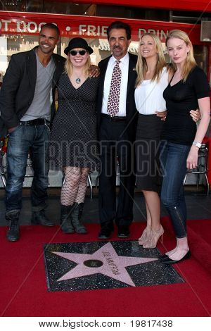 LOS ANGELES - APR 29: Shemar Moore, Kirsten Vangsness, Joe Mantegna, A.J. Cook and Rachel Nichols attend the Hollywood Walk of Fame Ceremony for Joe Mantegna on April 29, 2011 in Los Angeles, CA