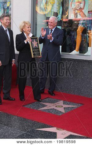 LOS ANGELES - 6 de maio: Leron Gubler, Jane Morgan Weintraub, Jerry Weintraub na Jane Morgan Weintr