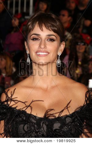 LOS ANGELES - MAY 7: Penelope Cruz arriving at the