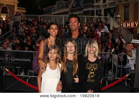 LOS ANGELES - MAY 7:  Lorenzo Lamas arriving at the