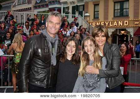 LOS ANGELES - MAY 7:  Harry Hamlin,  Lisa Rinna, daughters arriving at the