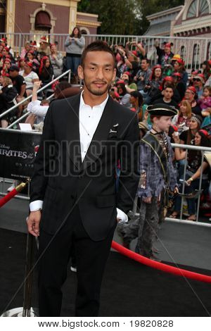 LOS ANGELES - MAY 7:  Hidetoshi Nakata  arriving at the