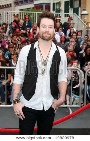 LOS ANGELES - MAY 7:  David Cook arriving at the