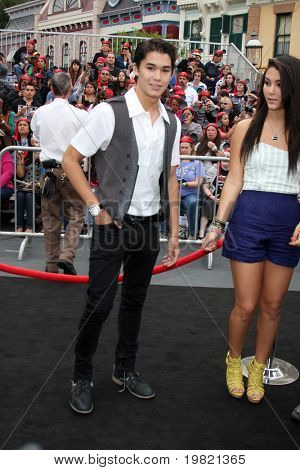 LOS ANGELES - MAY 7:  BooBoo Stewart arriving at the