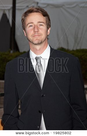 NEW YORK - SEPTEMBER 21: Edward Norton attends the Metropolitan Opera 2009-10 season opening night at Lincoln Center for the Performing Arts on September 21, 2009 in New York City.