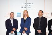 NEW YORK - APRIL 21 : (L-R) Robert De Niro, Uma Thurman and Craig Hatkoff at press conference for Tr