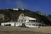 Постер, плакат: Малибу 1 сентября: Закат пляж где богатые и знаменитые Боб Дилан Оуэн Уилсон имеют дома просто