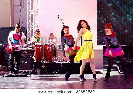 Atiye Deniz onstage