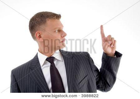Porträt von Businessman looking finger