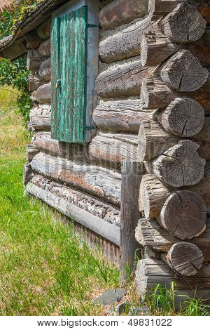 Log Cabin Detail