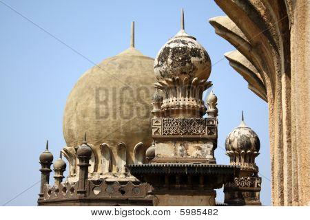 Gol Gumaz Architecture