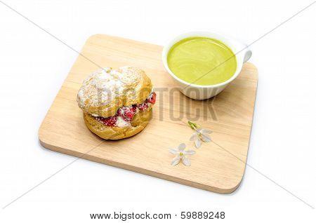 stawberry chou cream and green tea