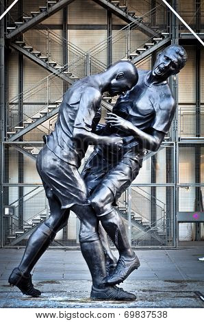 Sculpture Head-Butting in Paris, France