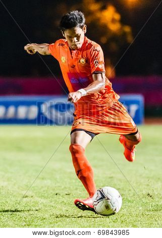 Sisaket Thailand-august 3: Alongkorn Pratoomwong Of Sisaket Fc. Shooting Ball During Thai Premier Le