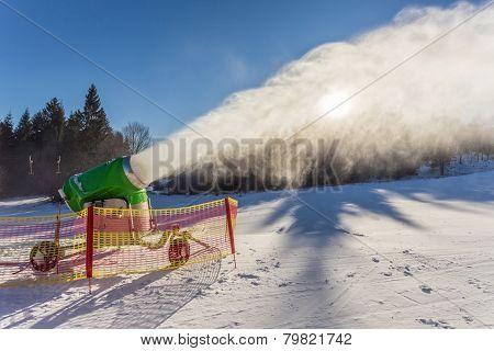 Working Snow Gun