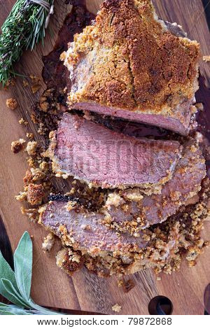 Roasted beef with herbed bread crust