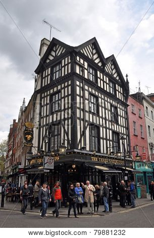 Popular English Pub In London's West End
