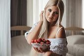 picture of strawberry blonde  - Young woman  - JPG