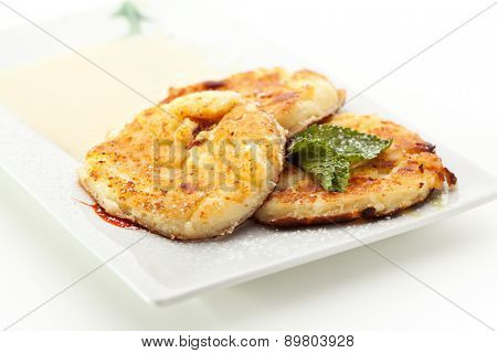 Syrniki - Fried Quark Pancakes