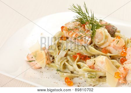 pasta with salmon and caviar