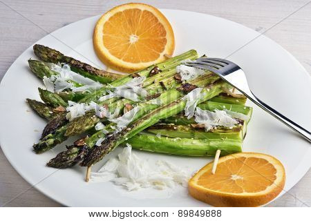 Sesame And Garlic Grilled Asparagus Rafts