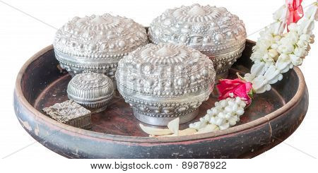 Receptacle For Betel With Garland