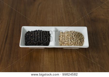 Black sesame and white sesame