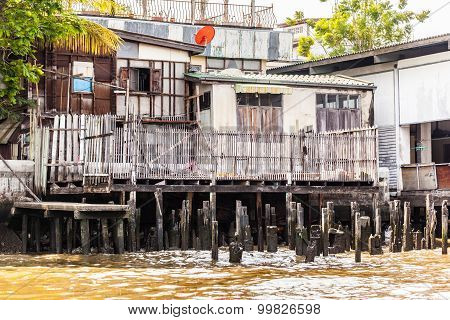 Slum On Stilts
