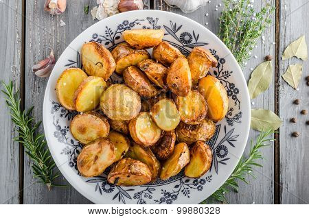 Baked Potatoes With Herbs And Garlic