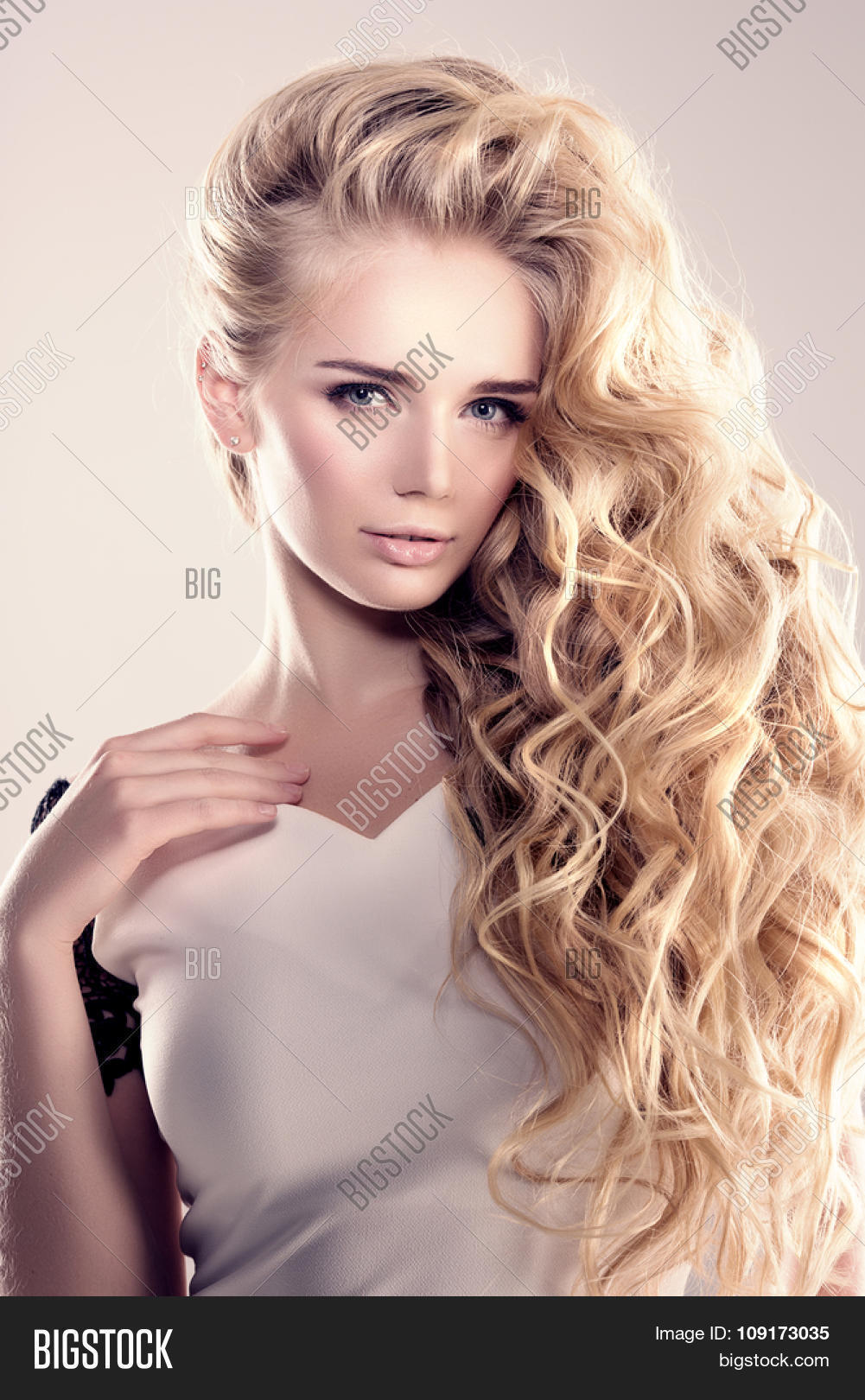 Model Long Hair Blonde Waves Curls Image Amp Photo Bigstock