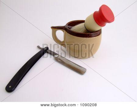 Shaving Mug With Razor