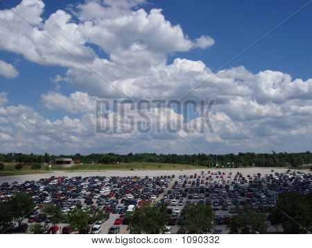 Skyline_Cars_Clouds