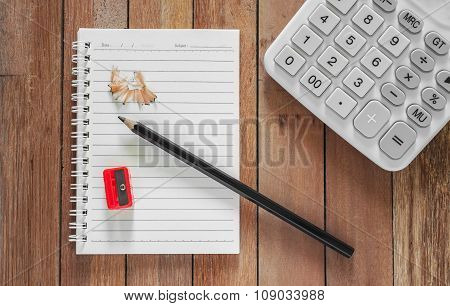 Paper For Finance With Pencil And Calculator