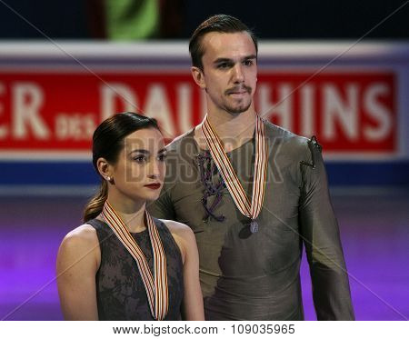 Ksenia Stolbova / Fedor Klimov Pose With Silver Medals