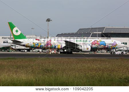 Eva Air Boeing 777-300Er Hello Kitty Airplane Taipei Taoyuan Airport