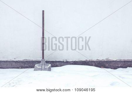 Retrp Toned Snow Shovel