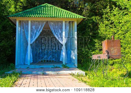 Small bower with curtains