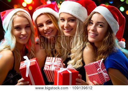 Happy beautyful girls with Christmas gifts
