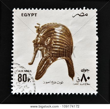 EGYPT - CIRCA 1994: A stamp printed in Egypt shows Funerary Mask of King Tutankhamen circa 1994