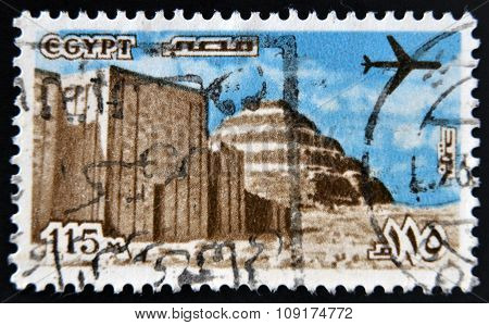 EGYPT - CIRCA 1978: A stamp printed in Egypt shows Step Pyramid and the ancient temple in the Sahara