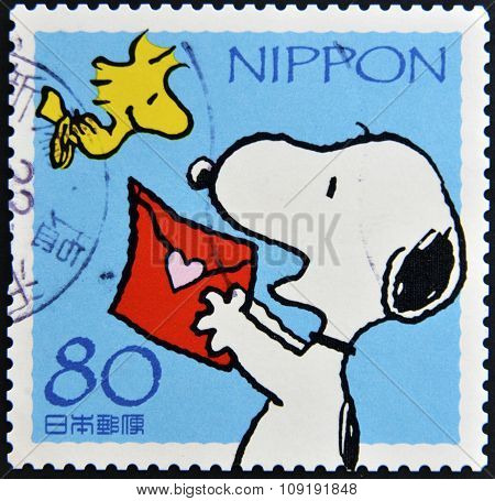 JAPAN - CIRCA 2000: A stamp printed in Japan shows Snoopy circa 2000