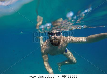 Young Beard Man With Mask Diving In A Clean Water