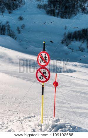 Danger sings on winter skiing resort