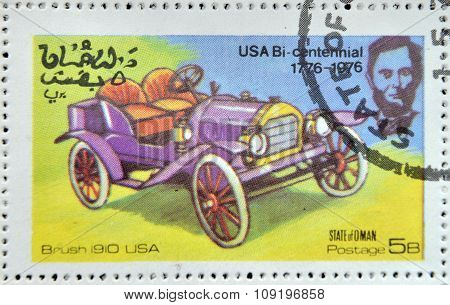 OMAN - CIRCA 1976: A stamp printed in State of Oman shows a american car brush 1910 usa circa 1976